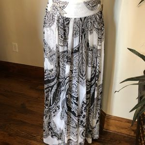 White House Black Market size 6 sheer skirt